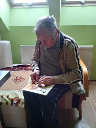 19/Skladanie drevených puzzle